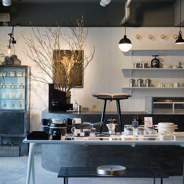 AIRSIDEでは、物販スペースにて世界中からセレクトしたインテリア雑貨やキッチンツール、観葉植物など様々な商品を販売しています。ちょっとしたギフトなど贈り物をお探しの方も是非お気軽にご来店ください︎.#エアサイド #airside #かもしか道具店 #stevensmith #brooklyncandlestudio #stellabernrain #chrisomelo #donachai #1616aritajapan #fdstyle #generalsupply #interiordesign #restaurante #restaurants #lifestyleshop #cafe #三重 #四日市 #四日市カフェ #四日市レストラン #四日市ディナー #三重グルメ #三重カフェ #四日市グルメ #レストラン #ライフスタイルショップ #インテリアショップ #雑貨屋 - AIRSIDE(エアサイド)